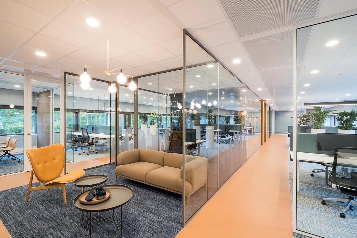 https://www.qservegroup.com/write/Afbeeldingen1/Qserve Group/Arnhem-QServe-Glaswanden-Plafonds-Interieur-Intermontage-quub-016.jpg?preset=content